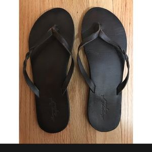 American Eagle Faux Brown Leather Flip Flops